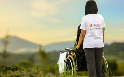 Une aide à domicile adaptée pour votre proche atteint d'Alzheimer
